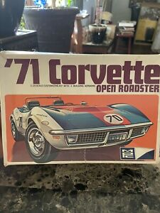 MPC 1/20 1971 Corvette Sting Ray Vintage Model Kit 1-7106-200