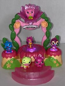 Hatchimals Colleggtibles Talent Show Light Up Stage Play Set With 6 Hatchimals