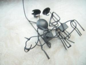 Skulptur - Metall/Draht - ähnelt Don Quijote - Pferd + Reiter und Esel + Reiter