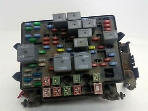 OEM GMC Sierra 1500 Ext Cab 03-05 Under Hood Engine Fuse Relay Box Assembly