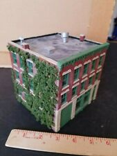 Structures layout model ho train HIGH QUALITY 3 story CUSTOM VEGETATION ON SIDE