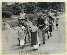 1967 Press Photo Kids Forming their Own Group March in Parade - sia33842
