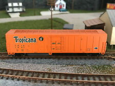 New ListingN Scale Con-Cor 57' Tropicana Reefer #1242 Knuckle Couplers