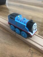 BATTERY OPERATED MOVING THOMAS AND FRIENDS WOODEN RAILWAY THE TANK ENGINE TRAIN