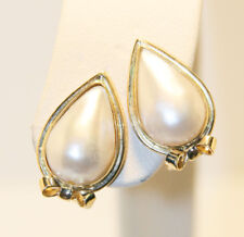 18 Kt Yellow Gold Pear Shaped Mabe Pearl Earrings