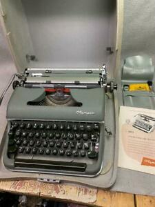 VINTAGE OLYMPIA DELUXE SM-3 PORTABLE TYPEWRITER GREEN  W/ HARD SHELL CASE