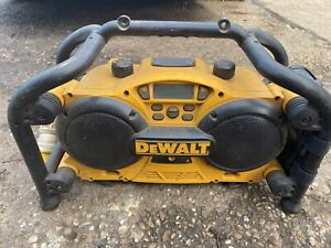 Dewalt DC011 110V Builders Site Radio FM/AM