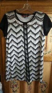 Lovely EQUUS ladies longer length short sleeve top (size 10)