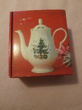 Nikko HAPPY HOLIDAYS Coffee Pot with Lid 5-Cup Christmas Tree Presents Pattern