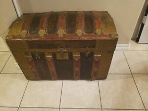 Antique Metal and wood Camelback trunk chest (Steamer steampunk vintage)