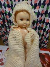 ,des années 40-50 burnous tricoté main  pour bébé,gros poupon ou nounours ancien