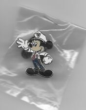 DISNEY DISNEYLAND POLICE SECURITY OFFICER MICKEY MOUSE CAST SILVER LE PIN NEW
