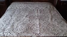 coperta letto ricamata a mano