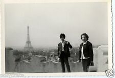 Portrait Paris Tour Eiffel photo ancienne an. 1950