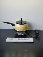 Vintage gold/yellow Oster Electric Fondue set W/5 forks