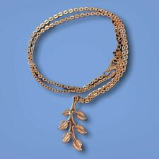 Boutique Minimalist Leaf Pendant in 18K Gold (3 day Free Shipping)