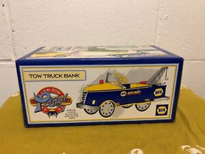 1999 Crown Premiums NAPA 1940 Gendron Tow Truck Pedal Car Bank NRFB