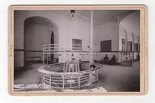 PHOTO CABINET - VICHY Source de la Grande Grille Vue N°10166 R. & J.D. Vers 1900