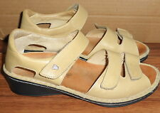 WOMENS FINN COMFORT GERMANY BEIGE LEATHER CLOSED HEEL SANDALS SIZE 9 D