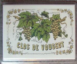aimant, magnet publicitaire en métal, clos de Vougeot, 6,5 x 8,5 cm  vin,vigne