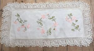 VINTAGE SKILFULLY HAND EMBROIDERED FLOWERS ON LINEN TRAY CLOTH / RUNNER