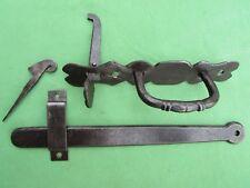Clenche poignée ouvragée poucier mentonnet fer forgé ancienne barre long 26,8 cm