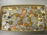 """CB565b) World mixed coins, unsorted. Contains a % of """"Holiday change"""" 450g."""