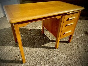 Vintage Mid Century Golden Oak Desk Exc Condition ABBESS Delivery Available