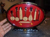 Cadre d' Anciens Instruments à Corde Bois Sculpté Guitare Mandoline Banjo d'Asie