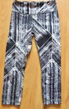 LULULEMON Wunder Under Crop Pants HEAT WAVE BLACK WHITE  size 4 EUC Run Gym Yoga