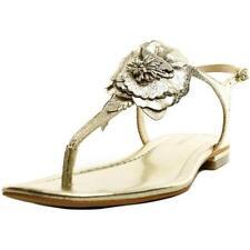 Sandalias y chanclas de mujer de tacón bajo (menos de 2,5 cm) de color principal oro Talla 39