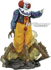 DIAMOND SELECT TOYS GALLERY PENNYWISE 1990 IT THE MOVIE 84026
