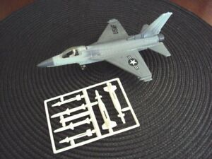 Ertl Force One F-16 Falcon Fighter Jet, loose 1989