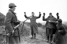 WWII Photo German soldiers surrender to the Red Army soldiers World War/ 368