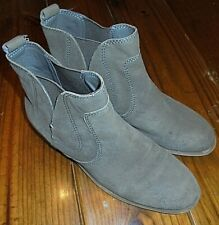 Women's size 8 Nine West Short Gray Leather Upper Boots Pull On in VGUC