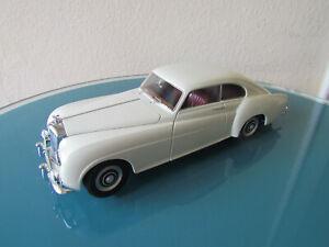 Minichamps 1:18 - Bentley R-Type Continental 1954 - beige