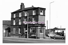 pu1794 - Sheffield - Commercial Hotel in Attercliffe, 15th Oct.1981 - photograph