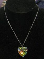 Molto bella catena in metallo tono argento dichiarazione irridescent Ciondolo a forma di cuore