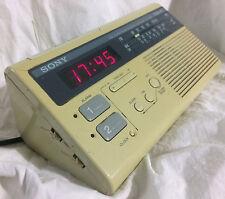 Lot de deux radios-réveils vintage Sony et Tamashi (années 1970/1980)