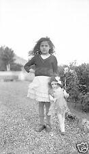 Tirage photo négatif ancien 1930  Petite fille & sa poupée SFBJ marcheuse