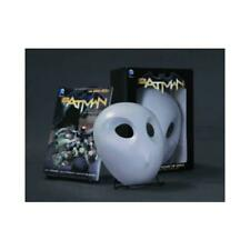 Batman: The Court of Owls Mask and Book Set (The New 52) by Scott Snyder (aut...