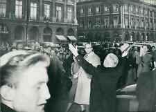 Chaplin à l'hôtel Ritz, place Vendôme, à Paris, octobre 1952  Vintage silve