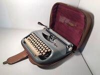 Typewriter Portable Vintage RoyaLite Manual Royal Lite Gray with Original Case