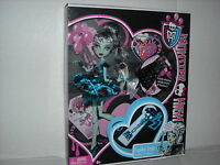 BRAND NEW MONSTER HIGH DOLL FRANKIE STEIN -- DRACULARA'S SWEET 1600