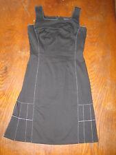O.K.S - Superbe Petite robe noire cintrée à surpiqûre blanches - noir - 38