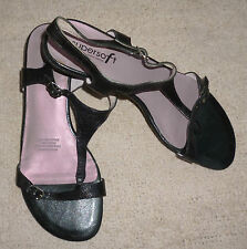 Diana Ferrari Buckle Solid Sandals & Flip Flops for Women