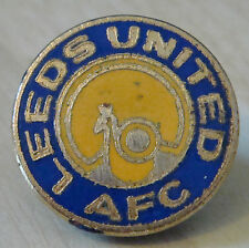 LEEDS UNITED FC Vintage badge Maker COFFER N'ton Brooch pin In gilt 25mm Dia
