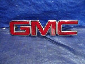1988-1998 GMC Sierra / Yukon 1996-2002 Savana Red & Chrome GRILLE EMBLEM VG