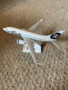 Skymarks Boeing 737-700 Air Alaska  1:130 scale w/Stand Desktop Office Display