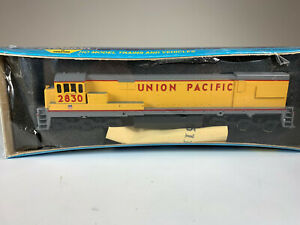 Athearn Blue Box HO Kit GE U30C Union Pacific UP #2830 DC NIB ATH3469